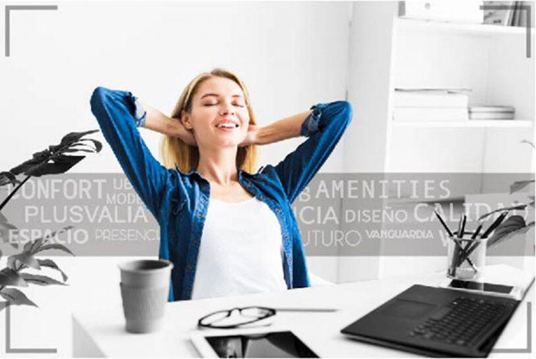 Foto-Mujer-en-Oficina